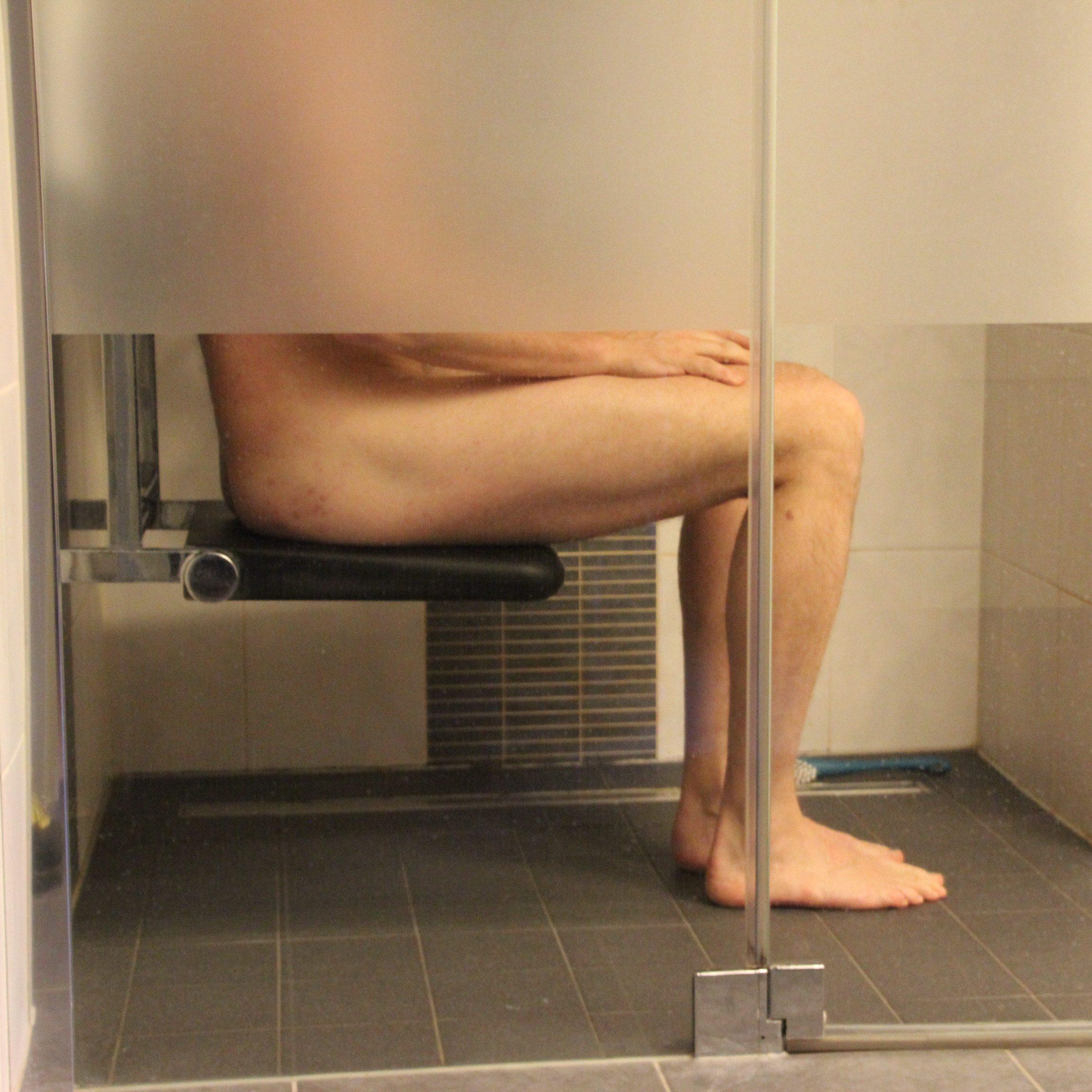 douchen- douchestoel- ADL- aangepaste badkamer