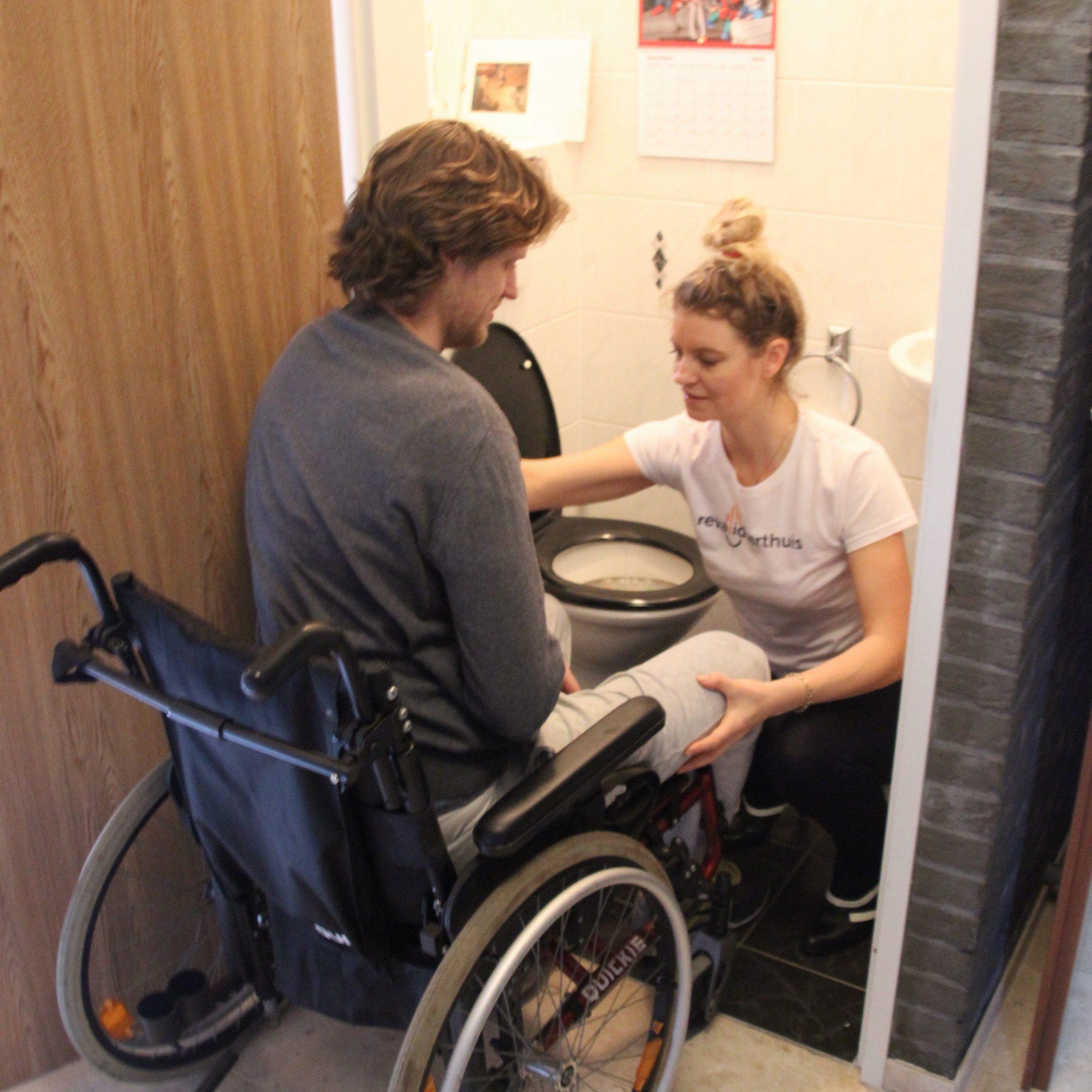 transfer- rolstoel-toilet-training-fysiotherapie- CVA